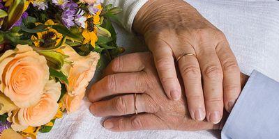Как получить соцвыплату к юбилею супружеской жизни